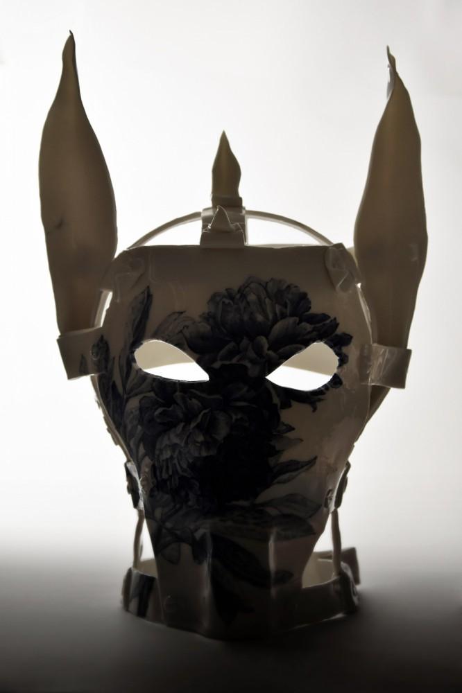 Maska wstydu VIII z serii O próżnej sławie i ulotnym smaku truskawki lub poziomki